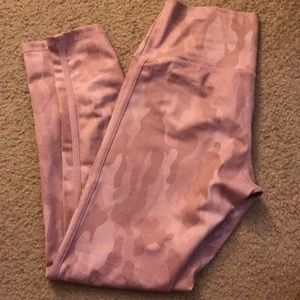 NWOT Buffbunny mauve camo leggings